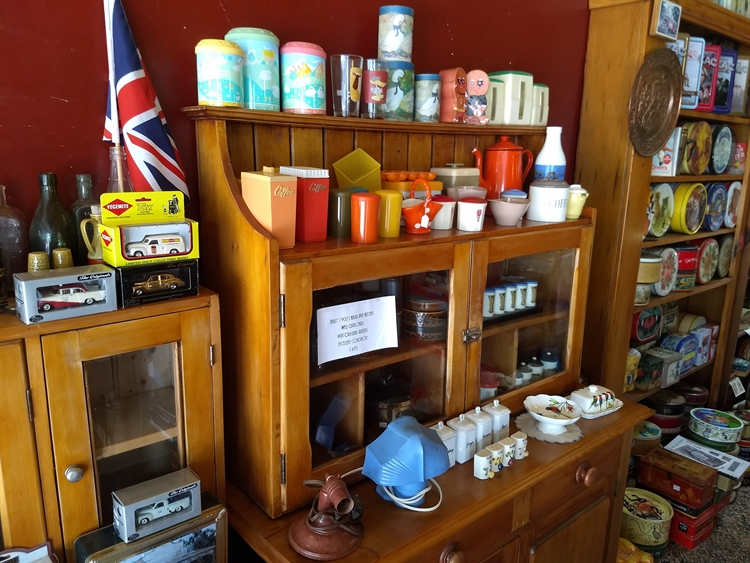 vintage collectables gift-wares store - 4