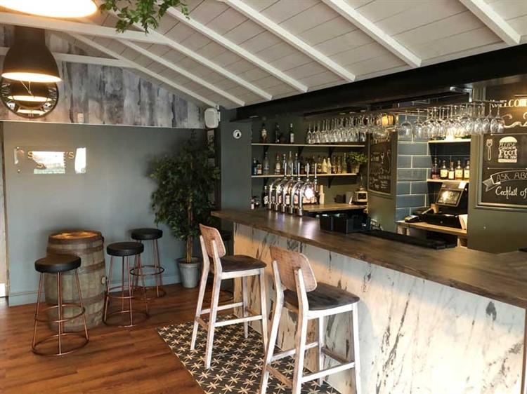 successful hotel bar restaurant - 4