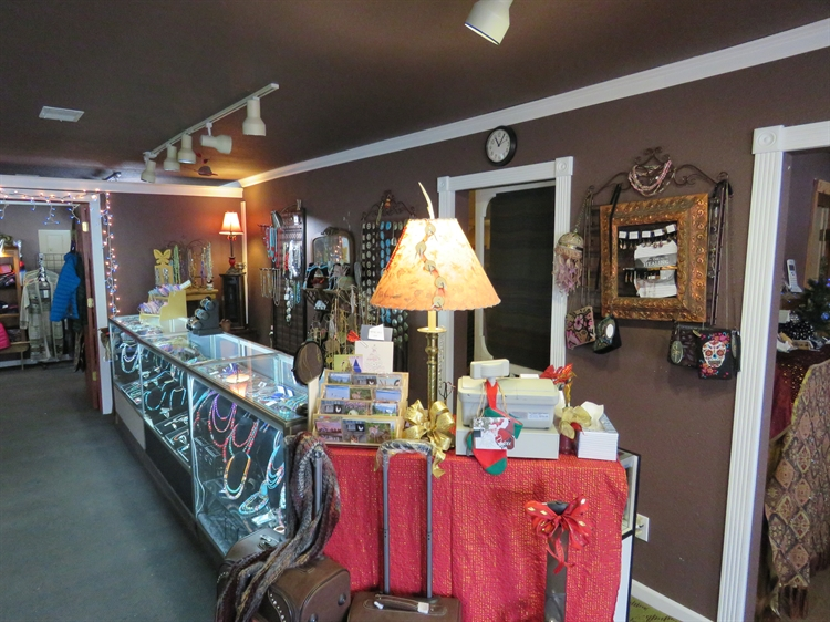 charming remodeled retail shop - 9