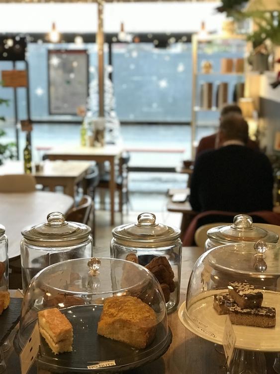 highly regarded popular café - 4