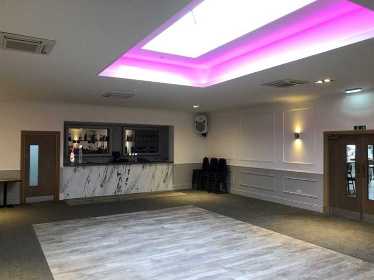 successful hotel bar restaurant - 12
