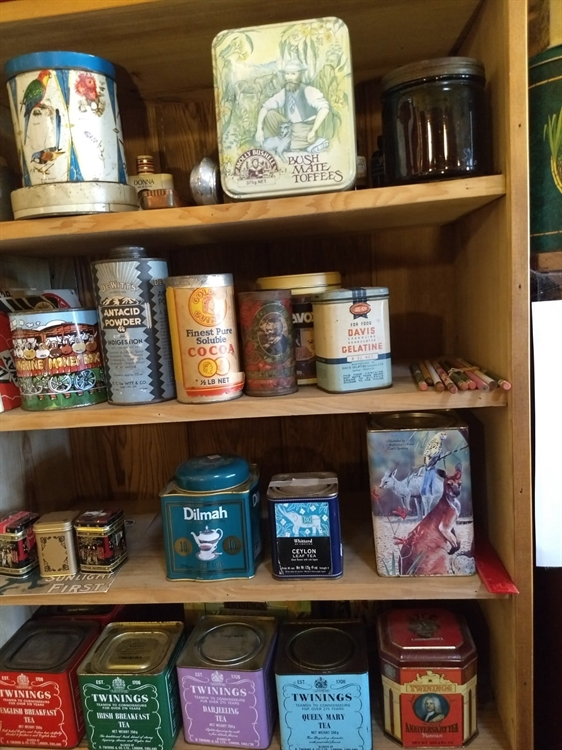vintage collectables gift-wares store - 9