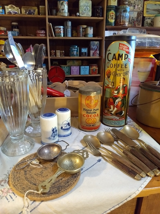 vintage collectables gift-wares store - 5