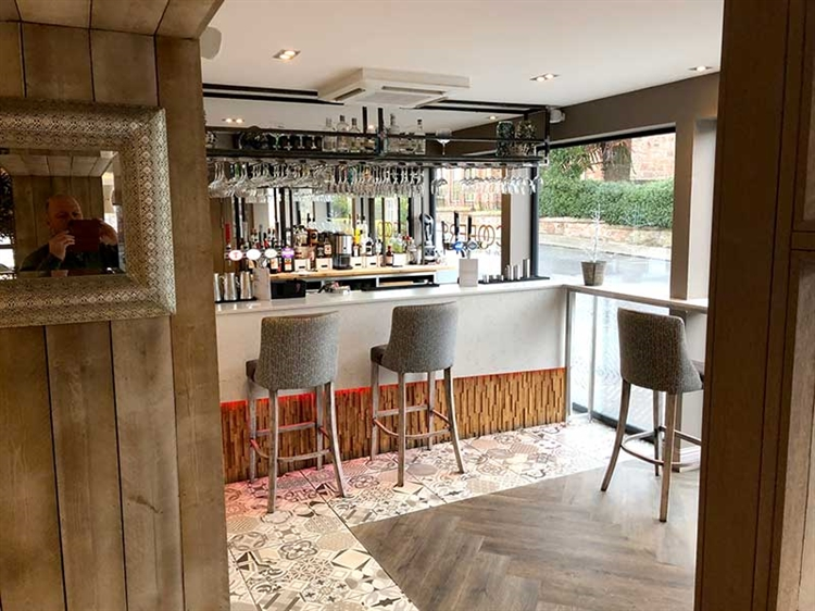 successful hotel bar restaurant - 9