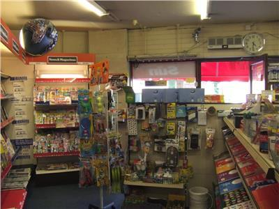 newsagents with 3 bedroom - 10