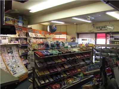 newsagents with 3 bedroom - 8