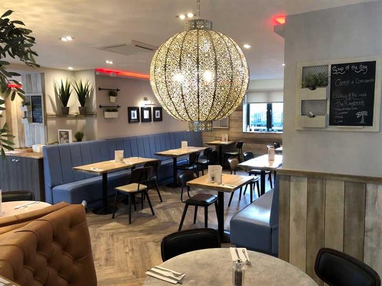 successful hotel bar restaurant - 7