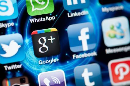 Apple Twitter social media Facebook iphone smart phone